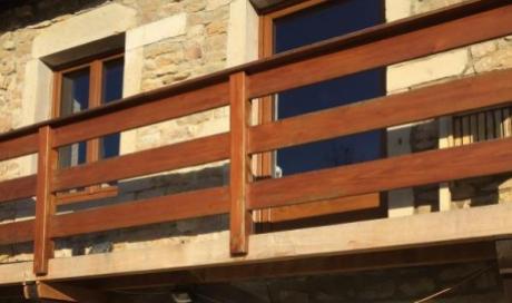 Artisan menuisier spécialiste de la création de garde-corps en bois sur Beaune